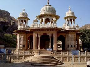 Дворцы и храмы